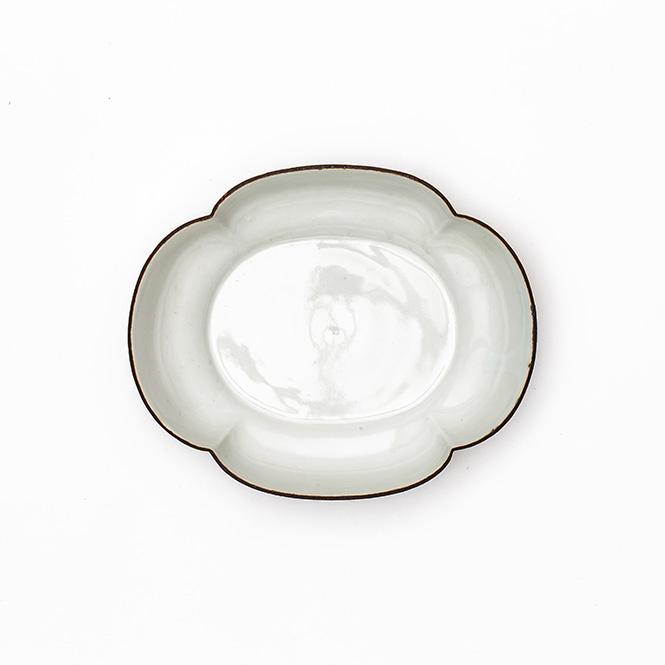 白磁口紅木瓜皿